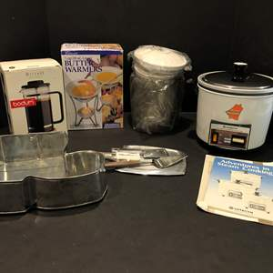 Lot # 125 - Like New Butter Warmer, Hitachi Steam Cooker, New in Box French Press & More..