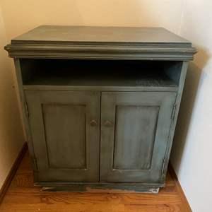 Lot # 14 - Cute Cabinet