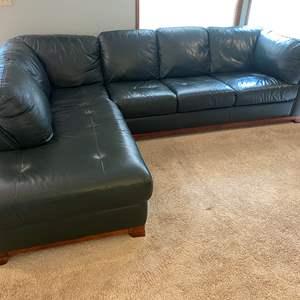 "Lot # 22 - Nice Forrest Green ""Bassett Furniture"" Leather sofa."