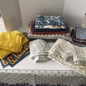 Lot # 164 - Small Selection of Table Cloths, Napkins, Throw Blanket & More..