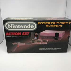 Lot # 168 - Empty Vintage Nintendo Box - (Great Shape)