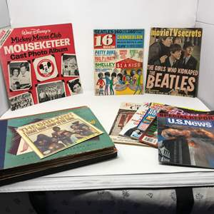 Lot #270 - Small Selection of Vintage Magazines & Records