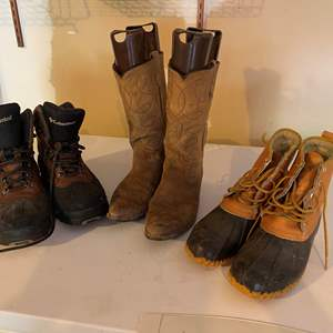 Lot #291 - Men's Size 9 Columbia Hiking Boots, Cowboy Boots, Kestrl Rain Boots