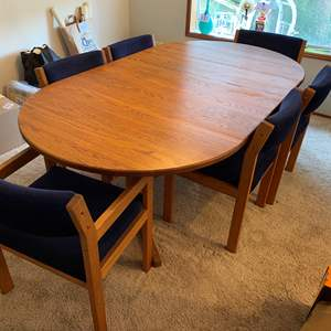 """Lot #229 - Vintage Oak Dining Room Table w/6 Chairs, Pads, Table Cloth & 2 17.5"""" Leaves"""