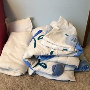 Lot # 37 - Marimekko Full Size Bed Comforter, 1 Fitted Sheet, Blanket & Pillow