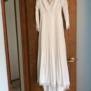Lot # 65 - Beautiful Vintage Wedding Dress