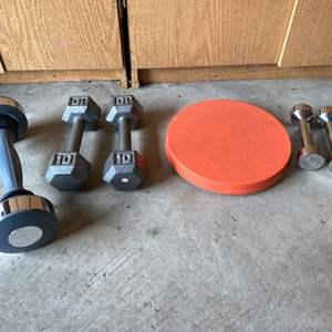 Lot # 189 - Vintage Hip Swing, Shake Weight, Set of 10lb & 3lb Weights