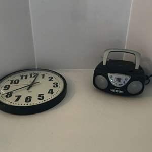 Lot # 225 - Jensen AM/FM Radio & CD Player (Powers On) & Wall Clock