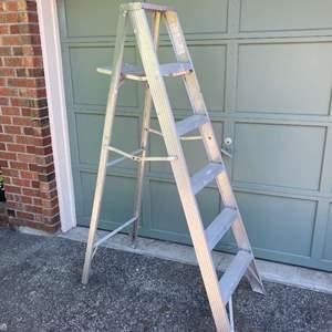 Lot # 256 - 6' Aluminum Step Ladder