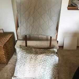 Lot #299 - Quilt Butler w/Quilt & Pillows