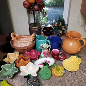 Lot # 152 Multi Colored Bowls & Murano Style Fruit