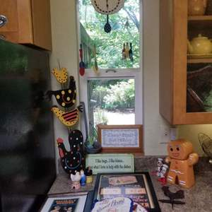 Lot # 160 Kitchen Decor & Roosters