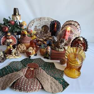 Lot # 194 Thanksgiving Deco