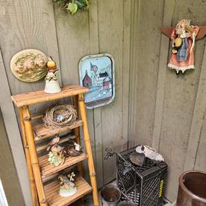 Lot # 232 Bamboo Stand & Fowl Music Boxes