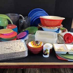 Lot # 50 - Plastic Items: Misc. Lids, Strainers, Bowls, Serving Dishes, Cutting Boards & More..