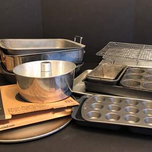 Lot # 73 - Large Lot of Roasting & Baking Pans, Pampered Chef Pizza Stone, Racks & More..