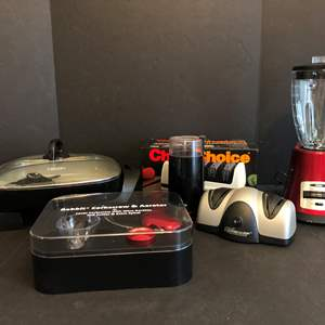Lot # 79 - Oster Blender, Well Used Bella Electric Frying Pan, Braun Coffee Bean Grinder & More..