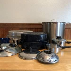 Lot # 83 - Roasting Pan, Large Broiler, Misc. Lids & More..