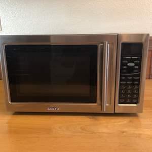 Lot # 92 - Sanyo Microwave