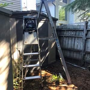 Lot # 416 - 2 Ladders
