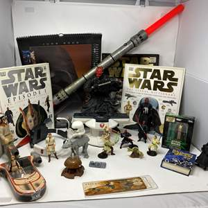 Lot # 302 - Star Wars Collection