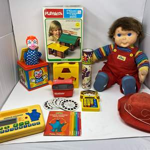Lot # 304 - Vintage Toys: My Buddy, Lincoln Logs, Electronics, View Finder & More