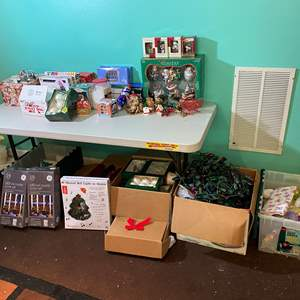 Lot # 396 - Misc. Christmas Items - (see pictures)