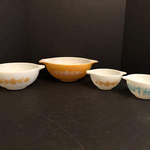 Lot # 61 - Awesome Vintage Pyrex Mixing Bowls