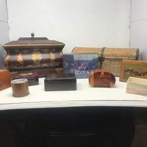 Lot # 111 - Lot of Vintage Keepsake Boxes
