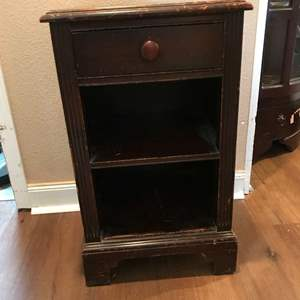 Lot # 277 - Cute Vintage Nightstand w/ Dovetail Drawer (Matches Lot # 252)