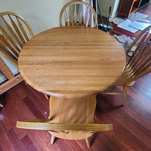 Lot # 22 Dining Table & Chairs