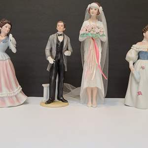 Lot # 121 Assorted Figurines