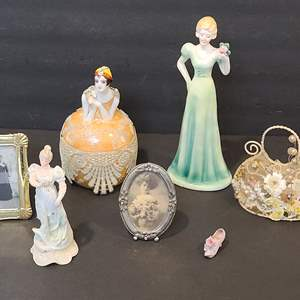 Lot # 125 Old Fashioned Sweetheart Lot