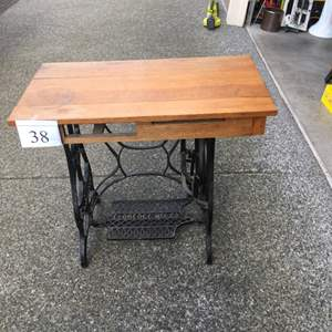 Lot # 38 - Vintage Eloredce MFc Co. Sewing Table