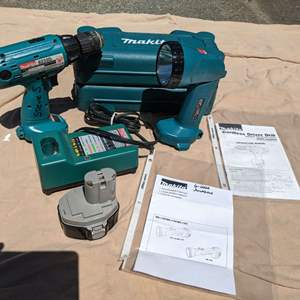 Lot # 140 - Makita 14.4 V Cordless Drill, Light (ML140), Charger and Accessory Pack