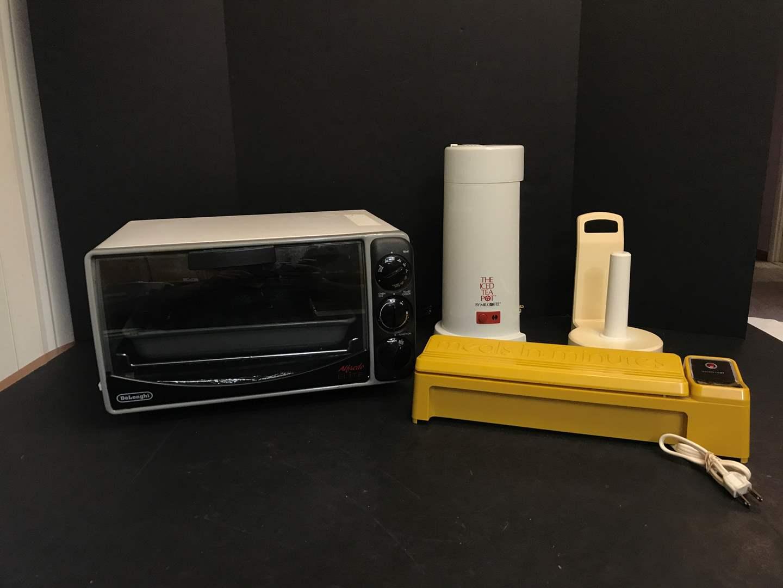 Lot # 73 - De Longhi Alfredo Elite Toaster Oven, Meals In Minuets & More (main image)