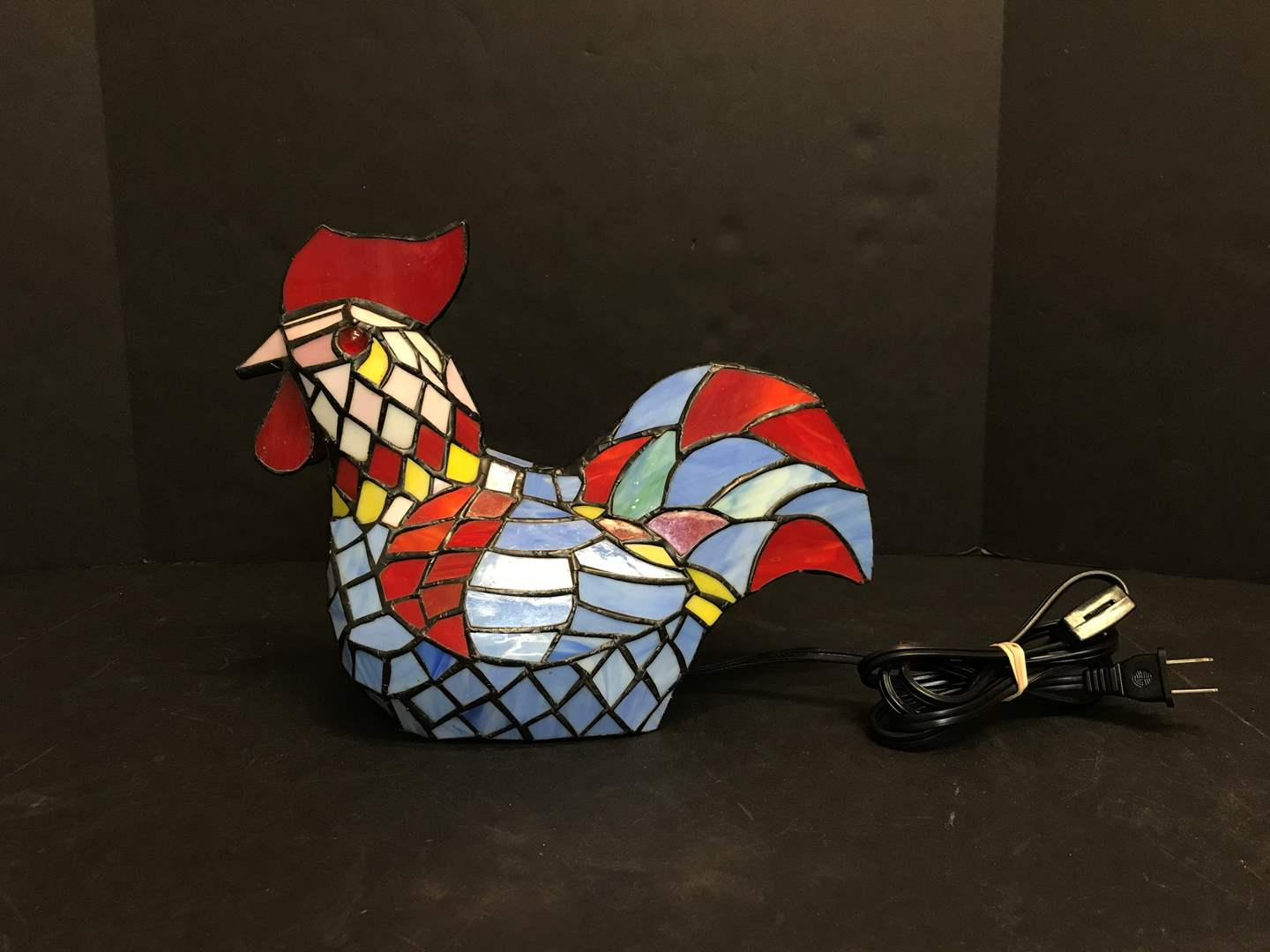 Lot # 78 - Tiffany Style Rooster Lamp (main image)