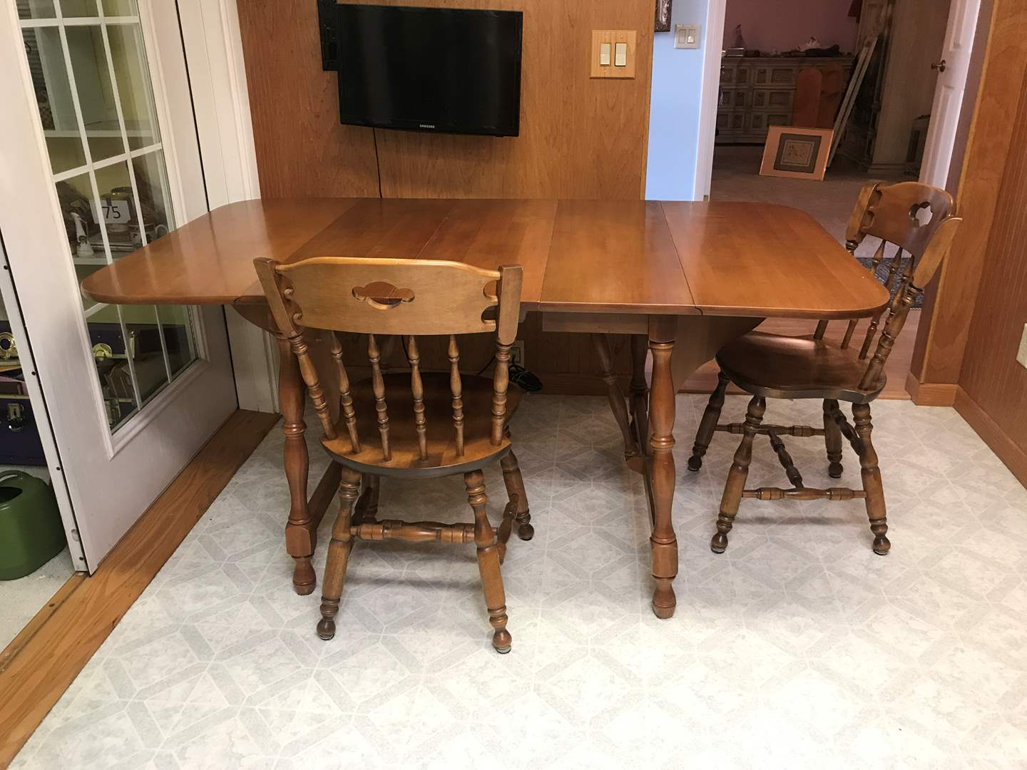 Lot # 135 - Very Nice S Bent & Bros Dining Room Table w/2 Chairs (main image)
