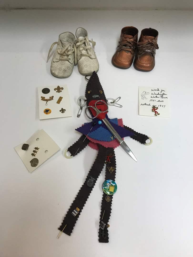 Lot # 208 - Lot of Vintage Pins: FFA, 4-H, Washington Water & Power & 2 Pairs of Baby Shoes (main image)