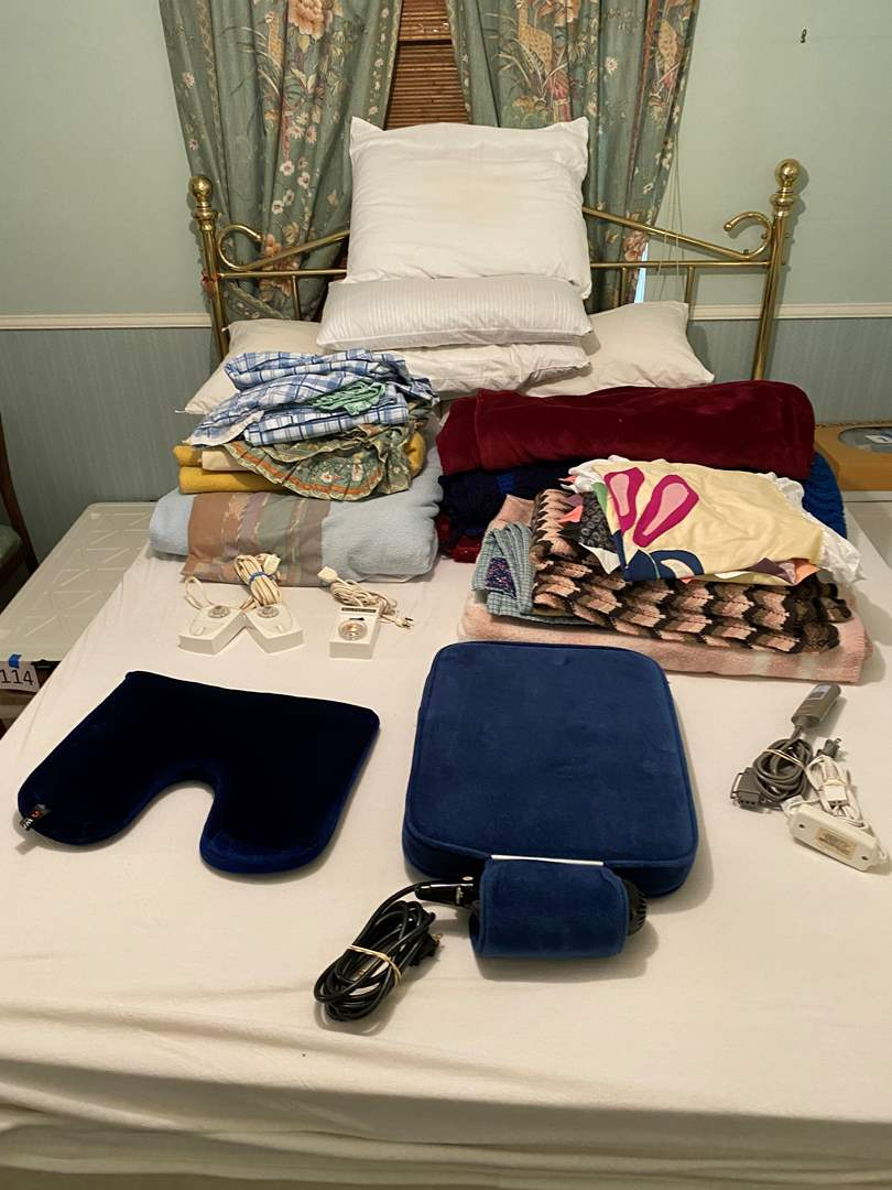 Lot # 115 - Pillows, Queen Size Bedding, Heating Blankets, Throw Blankets & More (main image)