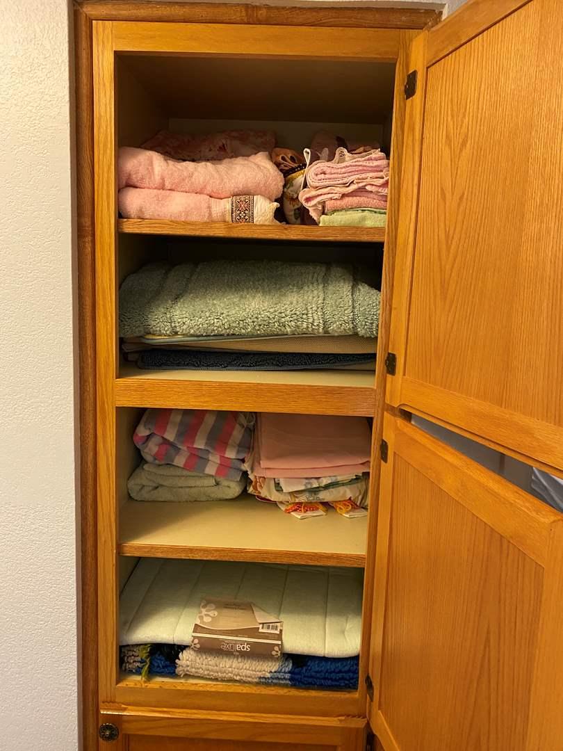 Lot # 119 - Towels, Bathroom Rugs, New Bathmats (main image)
