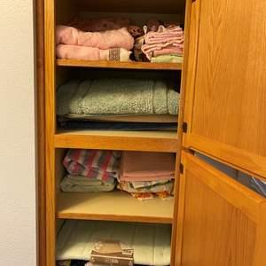 Lot # 119 - Towels, Bathroom Rugs, New Bathmats