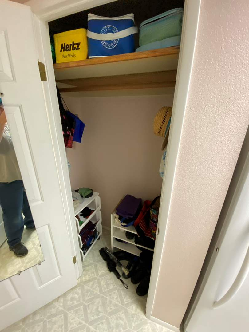 Lot # 124 - Closet Full of Lunch Bags, Reusable Bags, Storage Shelves, Umbrellas, Gloves, Hats, Shoes & More (main image)