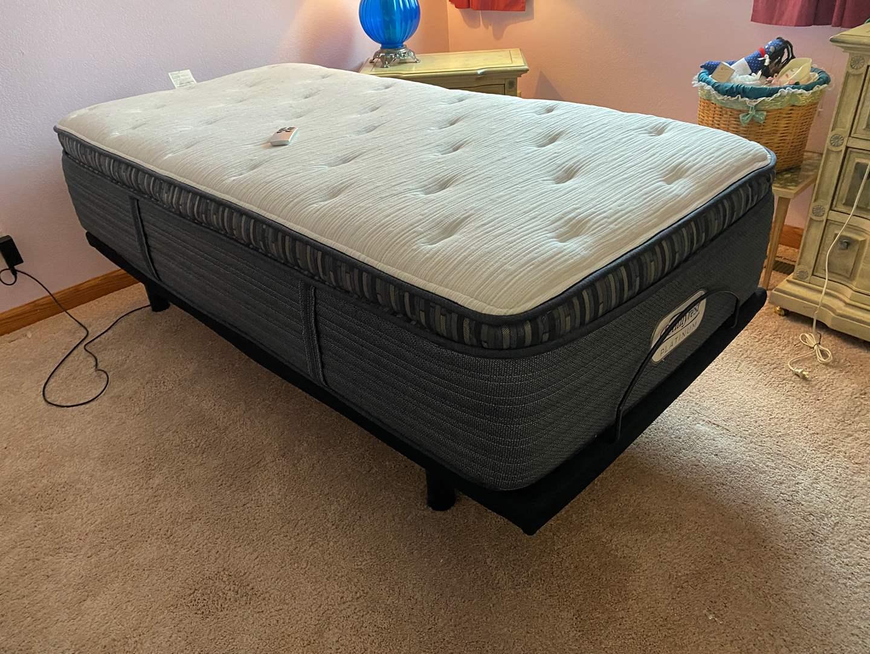Lot # 133 - Like New Linak Power Adjustable Twin Size Bedframe w/ Like New Beautyrest Platinum Mattress - (Works Great) (main image)