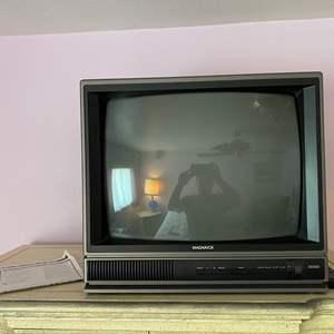Lot # 134 - Vintage Magnavox Color Tube TV w/ Remote & Instruction manual - (Works)