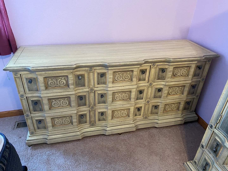 Lot # 163 - Vintage Stanley Furniture 9-Drawer Dresser (main image)