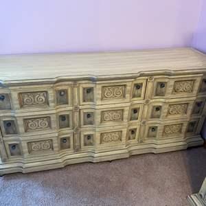 Lot # 163 - Vintage Stanley Furniture 9-Drawer Dresser