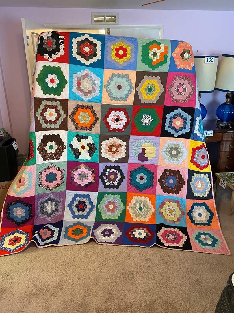Lot # 178 - Beautiful Handmade Quilt (main image)