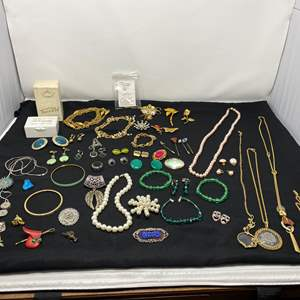 Lot # 190 - Selection of Vintage Costume Jewelry