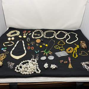Lot # 191 - Selection of Vintage Costume Jewelry